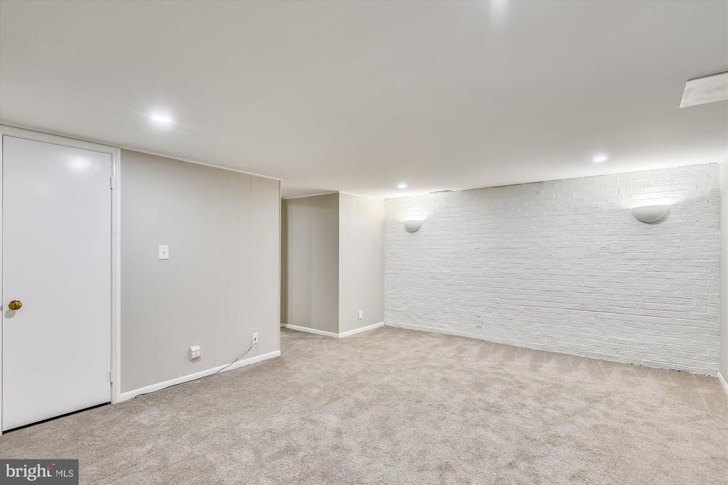 Ultimate play room or at-home movie theater - 4609 34TH ST S, ARLINGTON