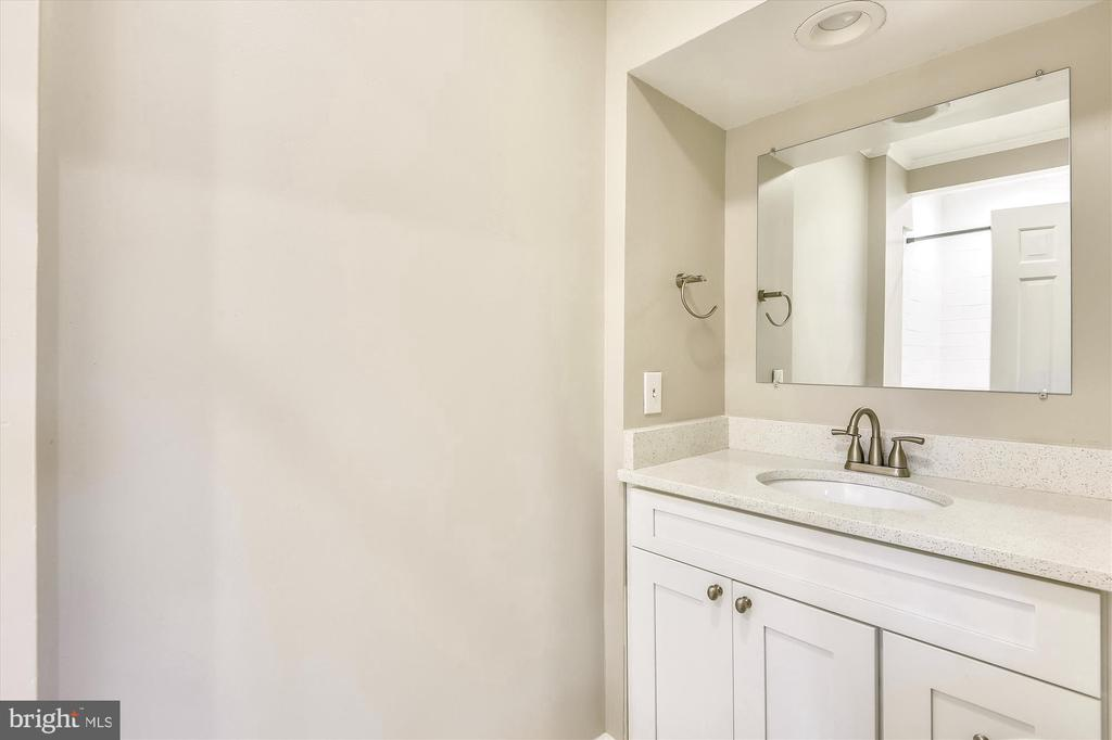 Simple primary bath with upgraded countertops - 4609 34TH ST S, ARLINGTON
