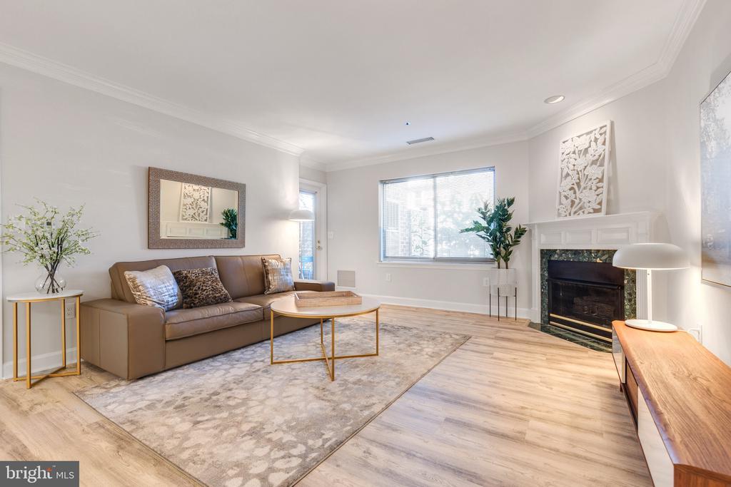 Living Room with Gas Fireplace - 1050 N STUART ST #126, ARLINGTON