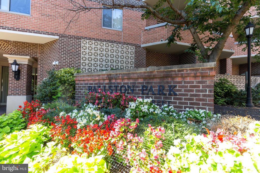 Ballston Park - 1050 N STUART ST #126, ARLINGTON