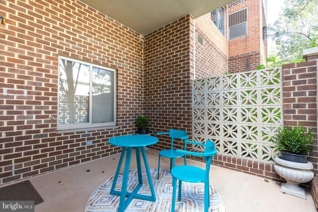 Large patio for outdoor living - 1050 N STUART ST #126, ARLINGTON
