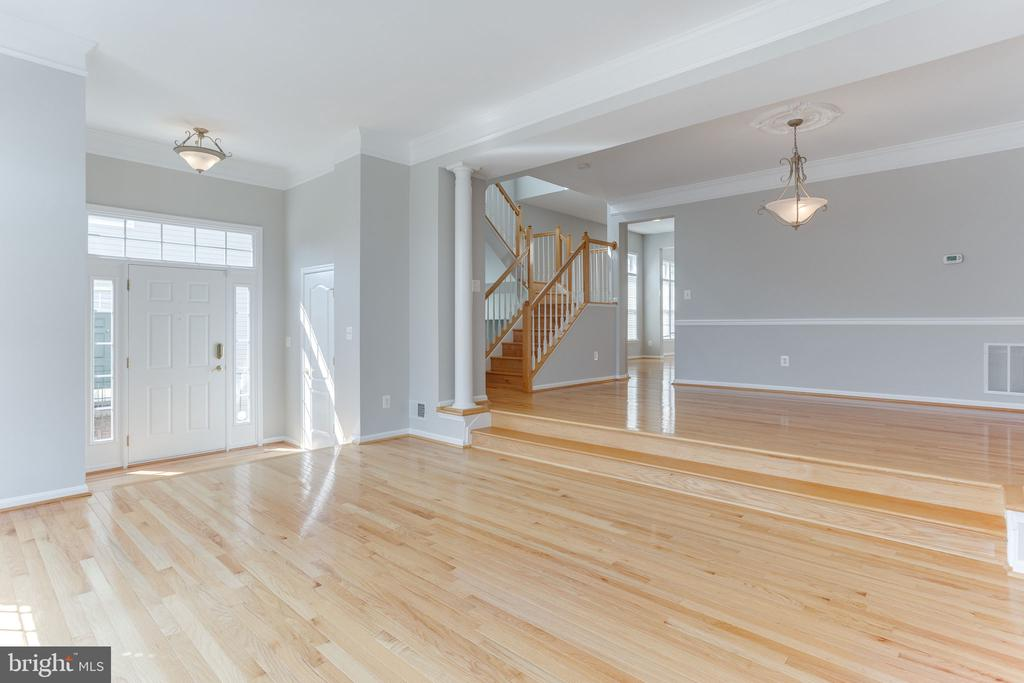 Gleaming Hardwood Floors In Living and Dining Room - 21871 HAWKSBURY TER, BROADLANDS