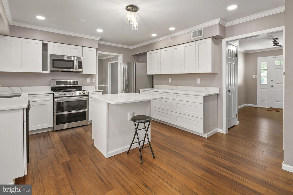 Stainless Steel Appliances - 13124 TUCKAWAY DR, HERNDON