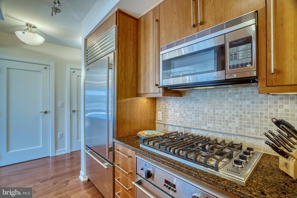 Bon app�tit! - 1111 19TH ST N #1805, ARLINGTON