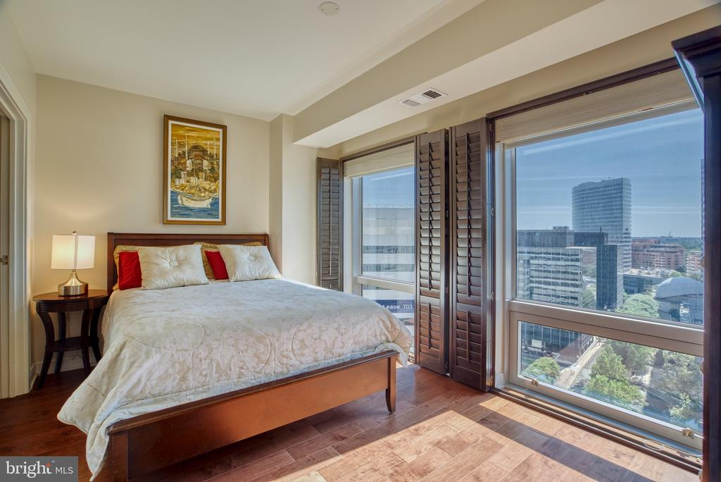 Great views from bedroom! - 1111 19TH ST N #1805, ARLINGTON