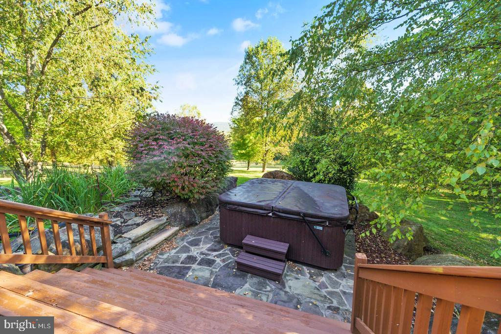 Hot Tub with Landscaping & Pond - 12904 & 12898 SAGLE RD, HILLSBORO