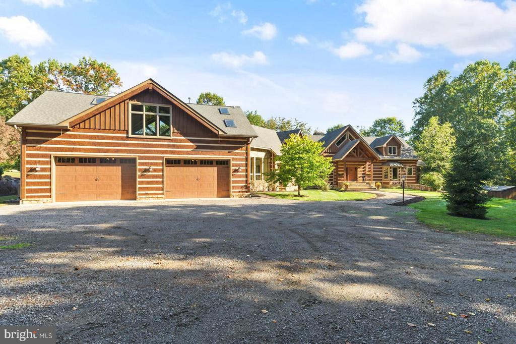 Oversized Four car Garage - 12904 & 12898 SAGLE RD, HILLSBORO