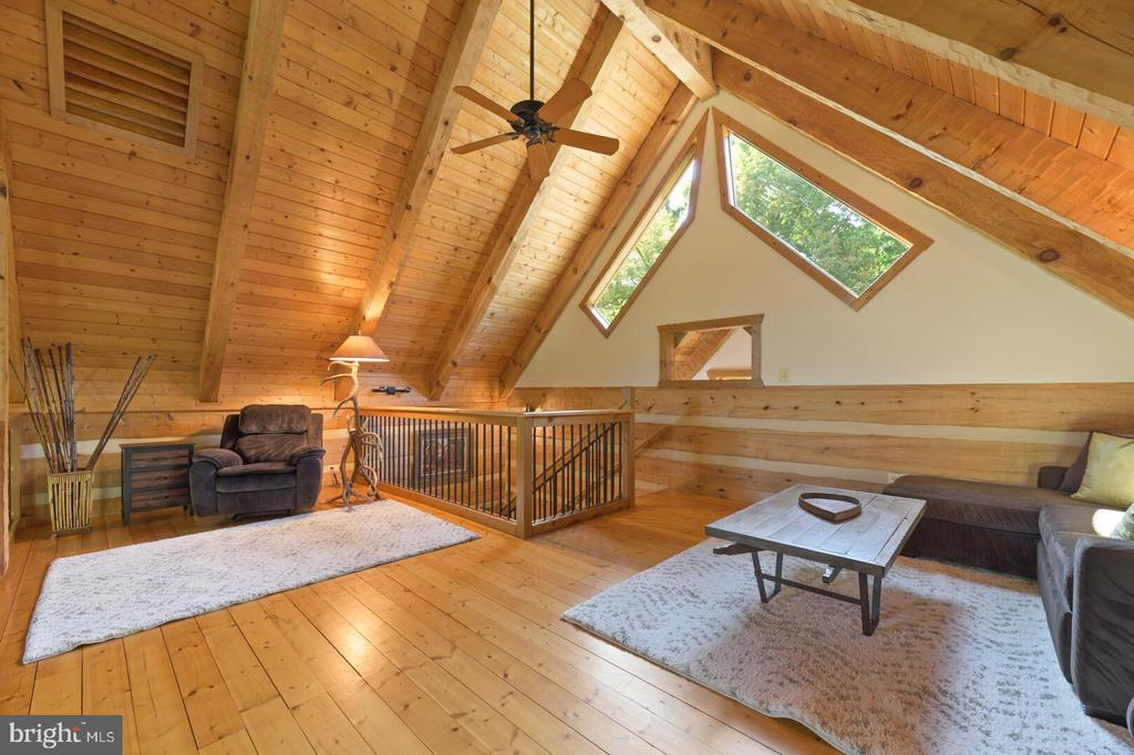 Upper Level Loft Overlooking Family Room - 12904 & 12898 SAGLE RD, HILLSBORO