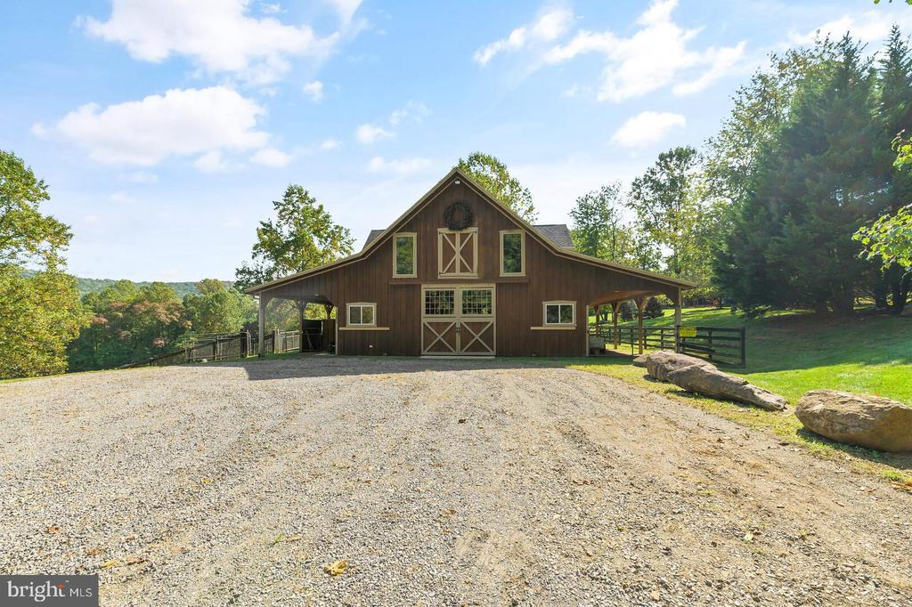 Bar with Apartment and Stables - 12904 & 12898 SAGLE RD, HILLSBORO