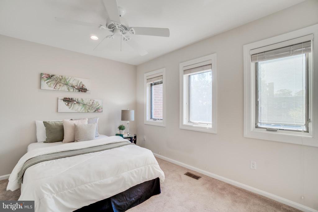 Bedroom 2 - 1823 N UHLE ST #1, ARLINGTON