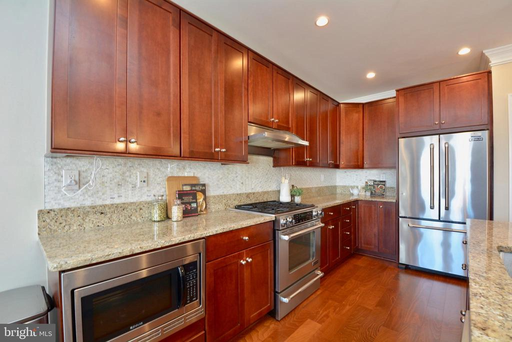 Ample counter space and cabinets - 1418 N RHODES ST #B410, ARLINGTON