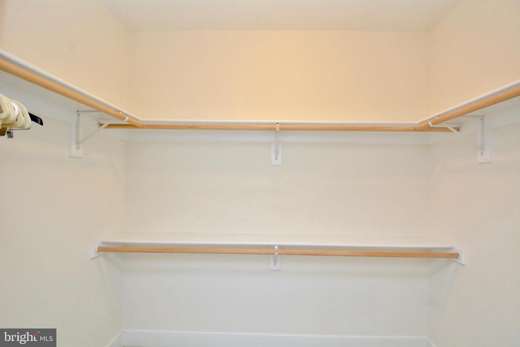 Huge walk-in closet - 1418 N RHODES ST #B410, ARLINGTON