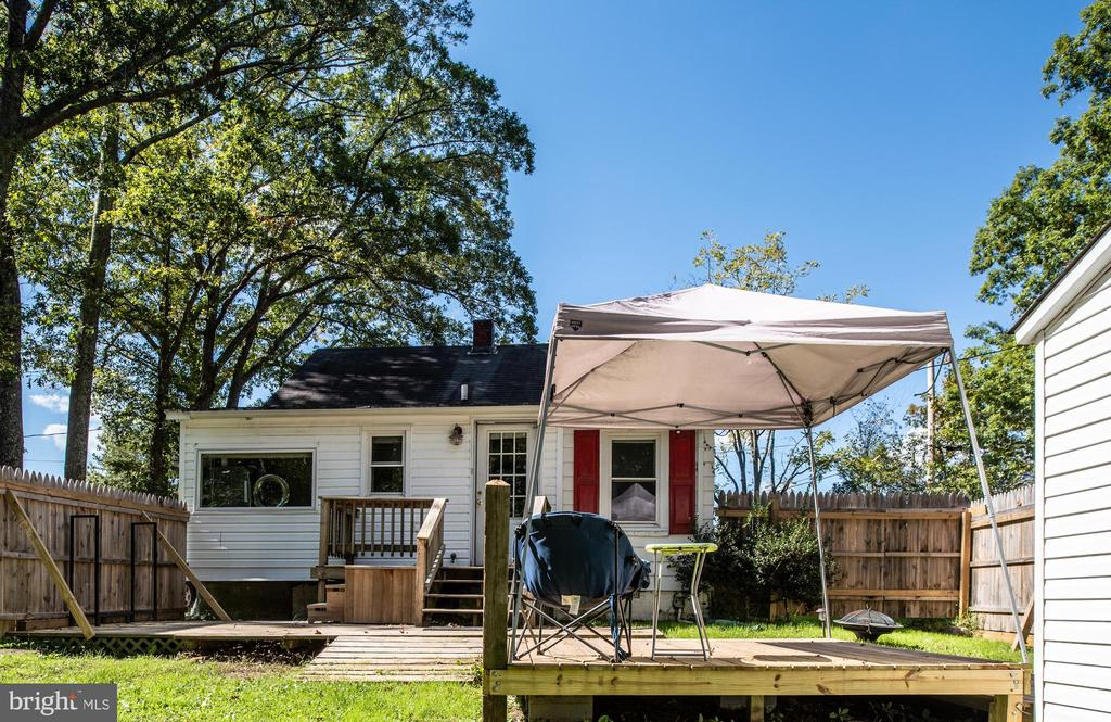 Relax on the Back Deck! - 7019 SIGNAL HILL RD, MANASSAS