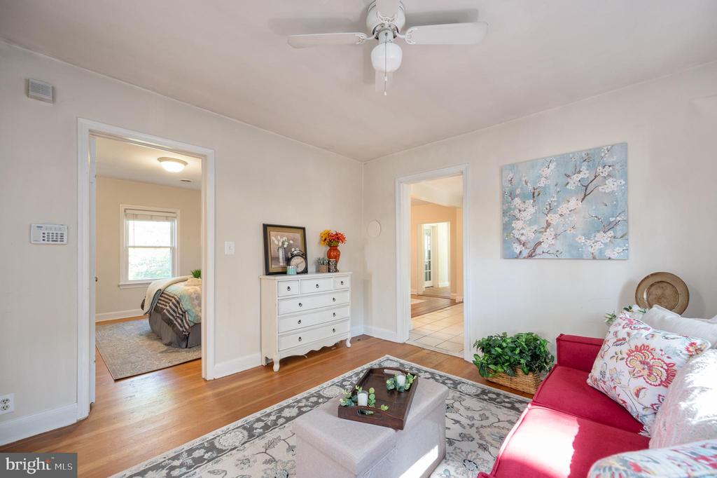 Living Room with Entrance To Bedroom - 7019 SIGNAL HILL RD, MANASSAS