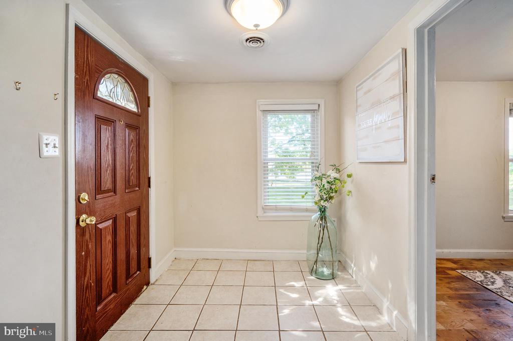 Welcoming Entry - 7019 SIGNAL HILL RD, MANASSAS