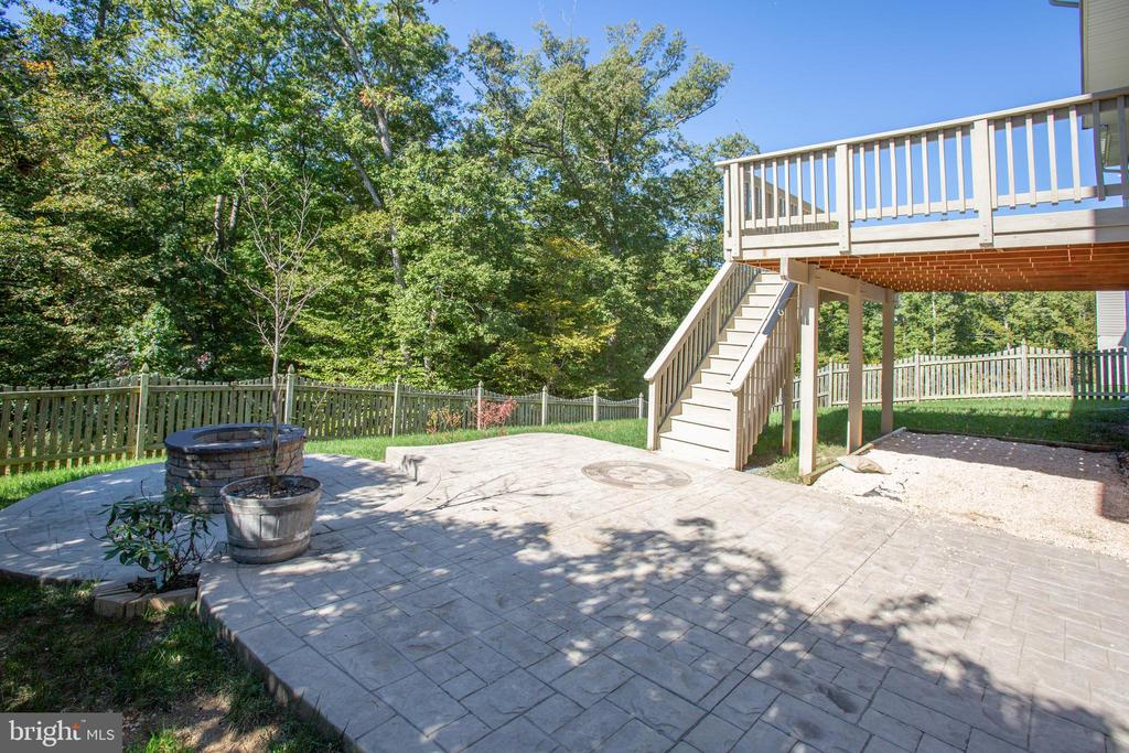 Beautiful stamped concrete patio - 81 FOUNTAIN DR, STAFFORD