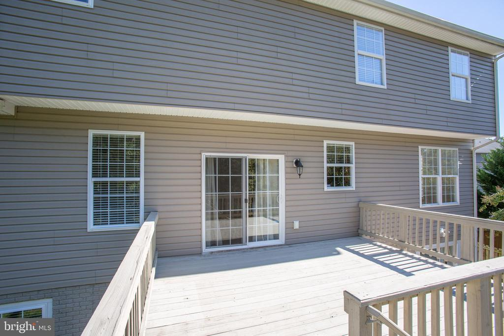 Slider leads out to the back deck - 81 FOUNTAIN DR, STAFFORD
