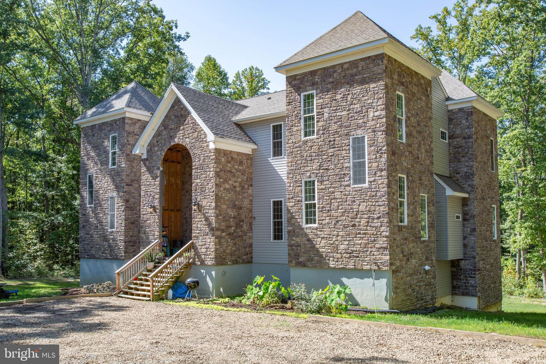 Single Family Homes για την Πώληση στο Bumpass, Βιρτζινια 23024 Ηνωμένες Πολιτείες