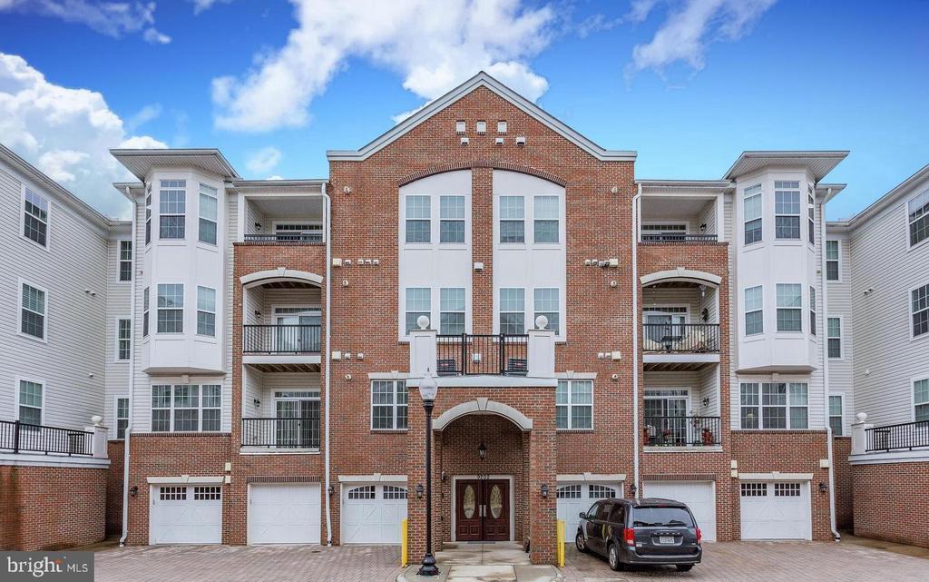 Luxury homes w/ elevator access & private garages - 9202 CHARLESTON DR #301, MANASSAS