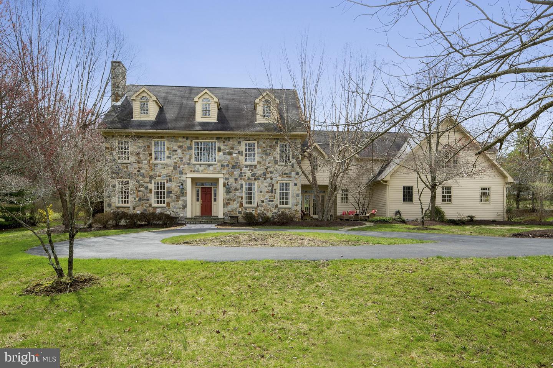 Single Family Homes vì Bán tại Bethlehem, Pennsylvania 18015 Hoa Kỳ