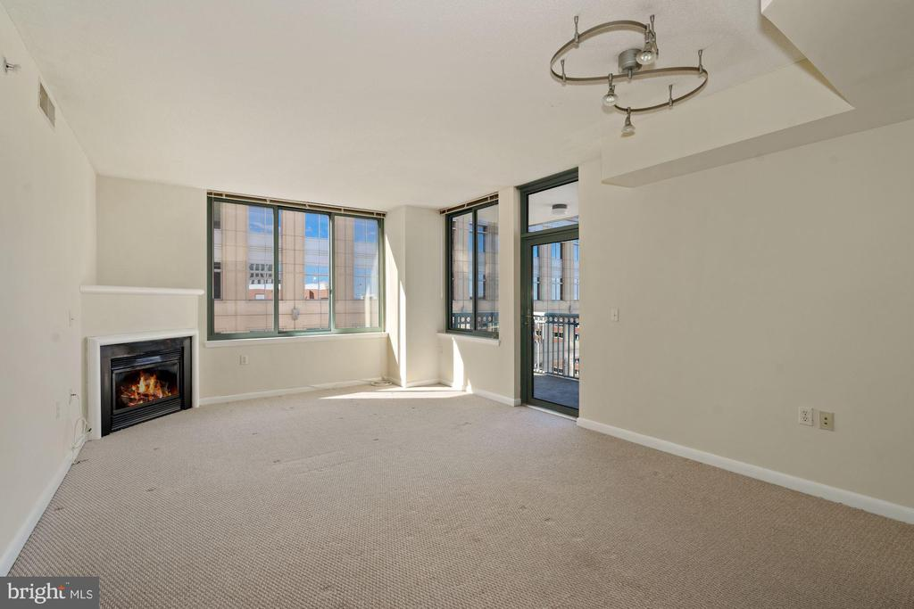 Light and Bright Living Room - 851 N GLEBE RD #1117, ARLINGTON