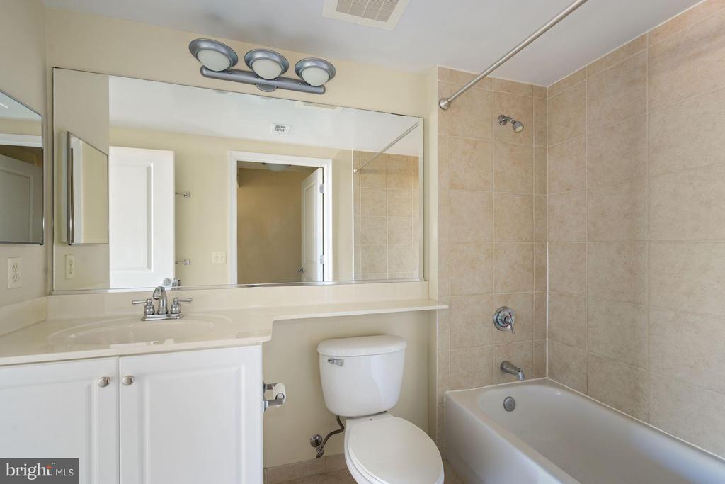 Primary Bedroom Bath - 851 N GLEBE RD #1117, ARLINGTON