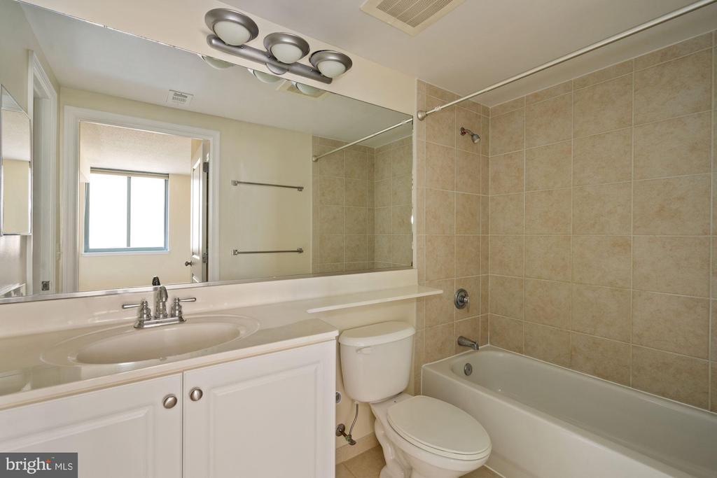 Second Bedroom Bath - 851 N GLEBE RD #1117, ARLINGTON