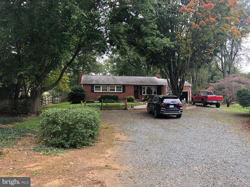 Plenty of space for turn around driveway - 161 LAWSON RD SE, LEESBURG
