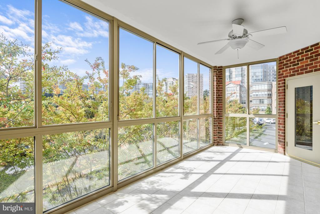 light filled patio - 19360 MAGNOLIA GROVE SQ #212, LEESBURG