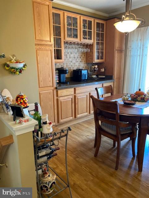 Breakfast room has SGD to deck - 43180 KATAMA SQ, CHANTILLY