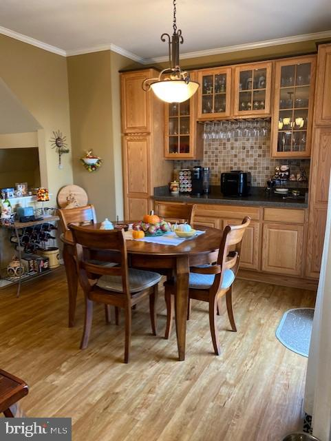 Breakfast area with wood floor and built ins - 43180 KATAMA SQ, CHANTILLY