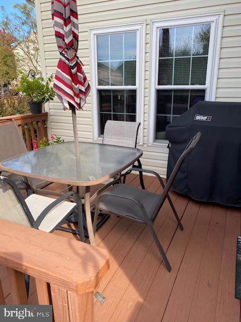 Deck for entertaining and grilling - 43180 KATAMA SQ, CHANTILLY