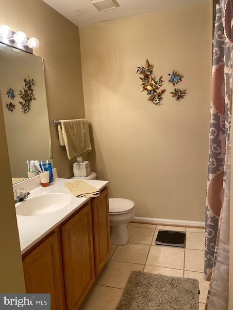 Hall Bath on upper level has been updated - 43180 KATAMA SQ, CHANTILLY