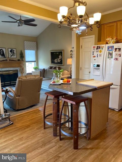 Kitchen has center island - 43180 KATAMA SQ, CHANTILLY