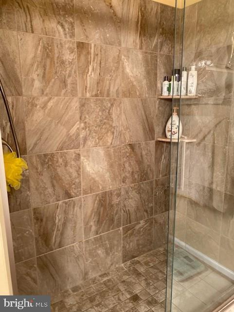 Master bath shower has been updated - 43180 KATAMA SQ, CHANTILLY