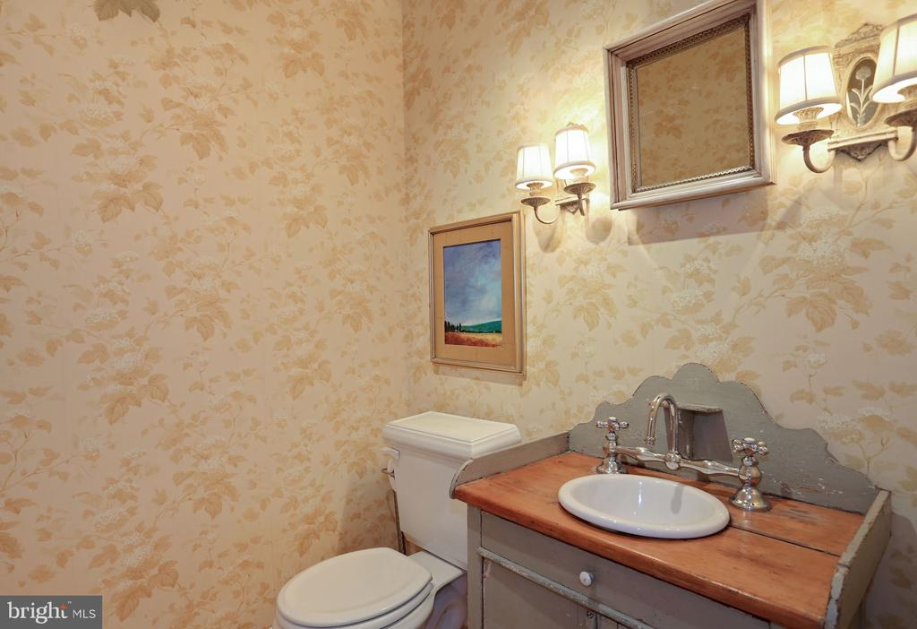 Powder room - 3540 N VALLEY ST, ARLINGTON