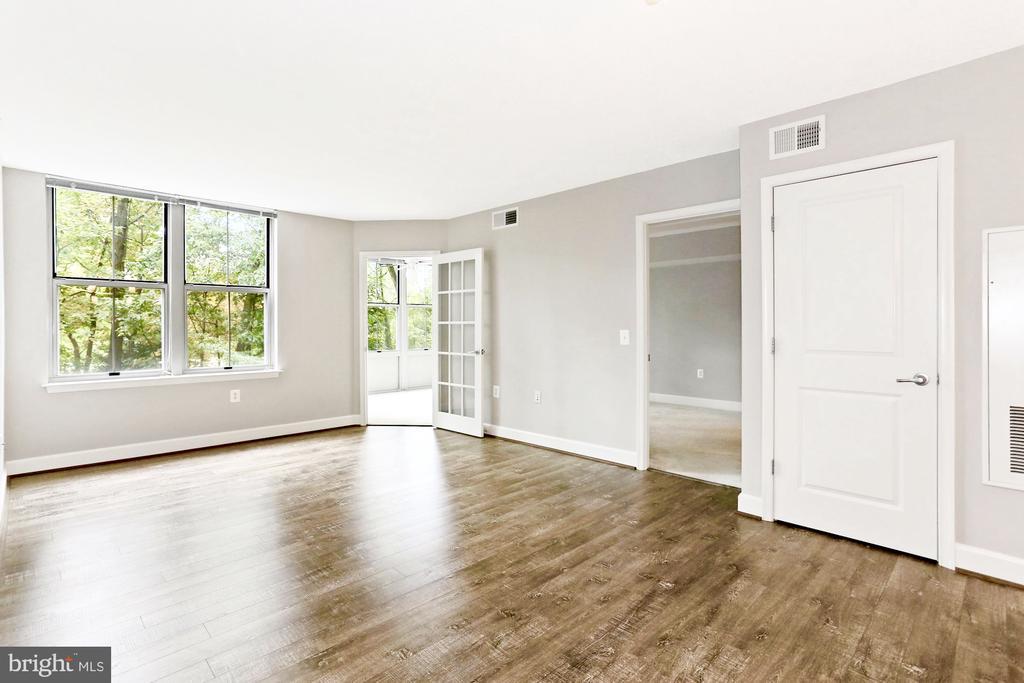 Custom paint, French doors, lush green views - 11800 SUNSET HILLS RD #311, RESTON