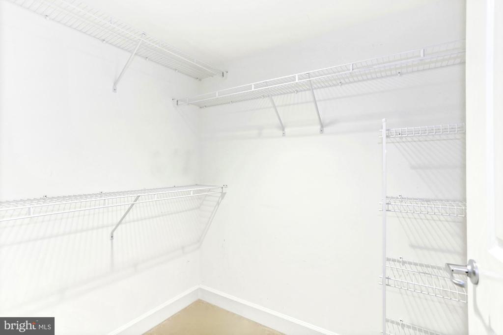 large closets - 11800 SUNSET HILLS RD #311, RESTON