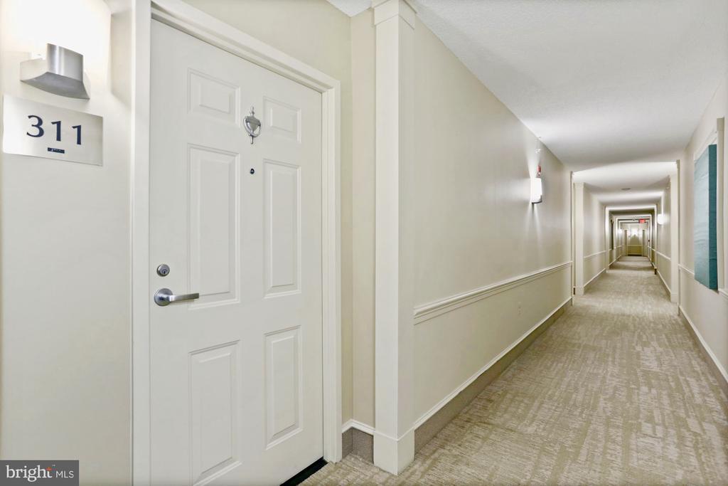 Welcoming interior - 11800 SUNSET HILLS RD #311, RESTON
