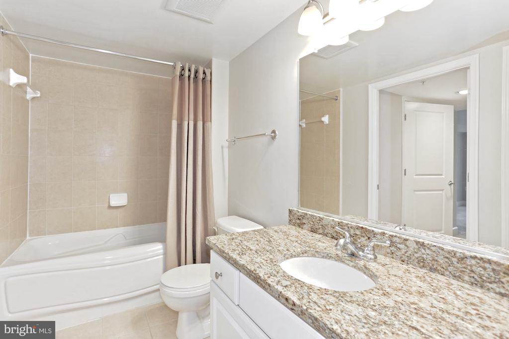 Spacious bathrooms - 11800 SUNSET HILLS RD #311, RESTON