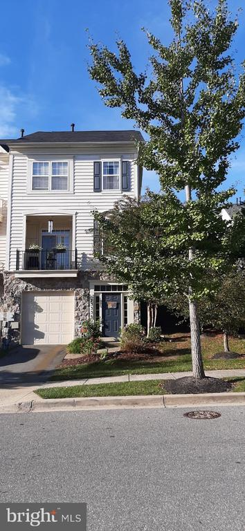 Lovely Stone and Vinyl Siding End Unit - 23335 BREWERS TAVERN WAY, CLARKSBURG
