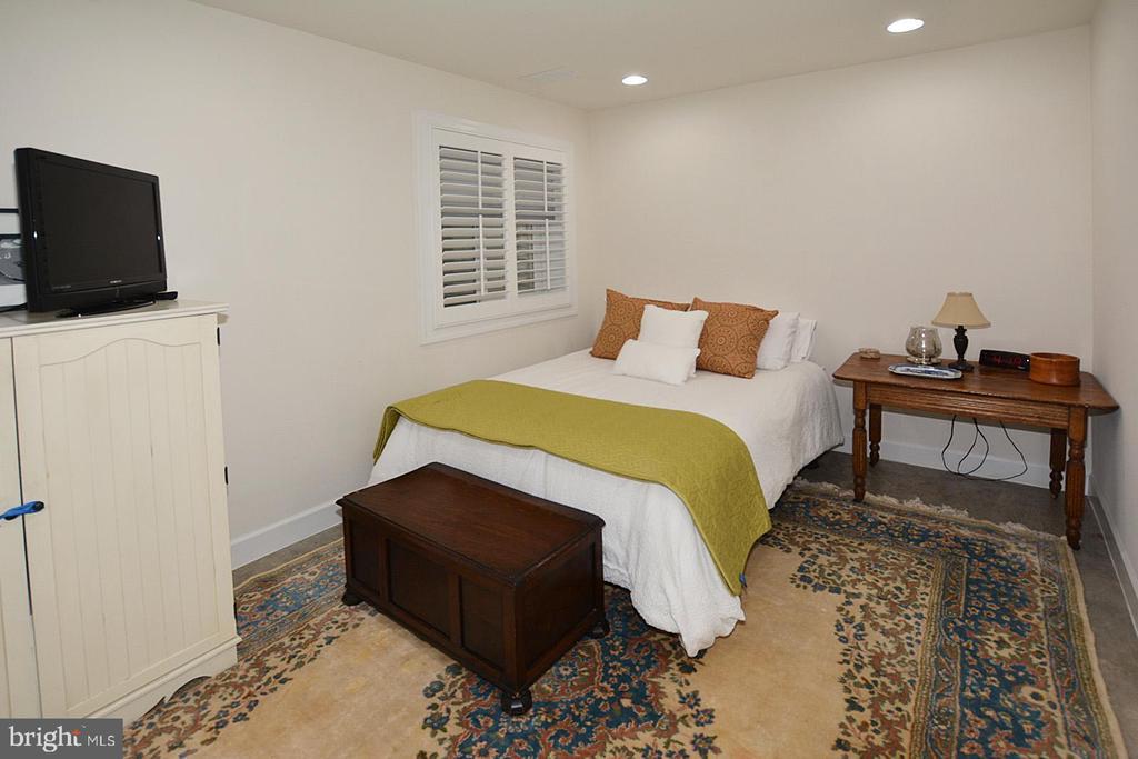 Second upper level bedroom - 7614 CHESTNUT ST, MANASSAS