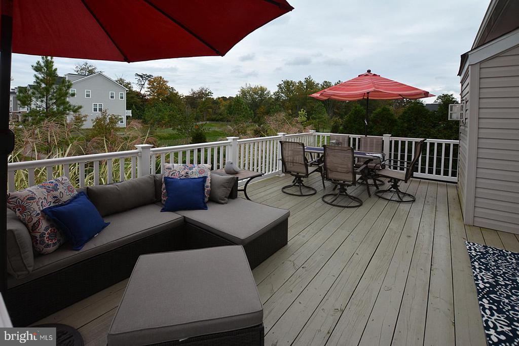 Rear deck off great room - 7614 CHESTNUT ST, MANASSAS
