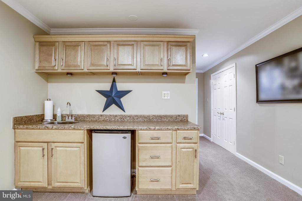 Wet bar - lower level - 43207 SUMMITHILL CT, ASHBURN