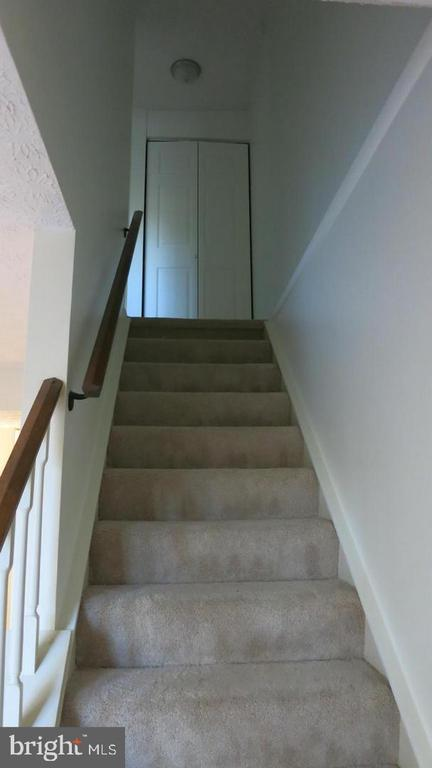 STEPS TO UPSTAIRS - 1548 BENNINGTON WOODS CT, RESTON