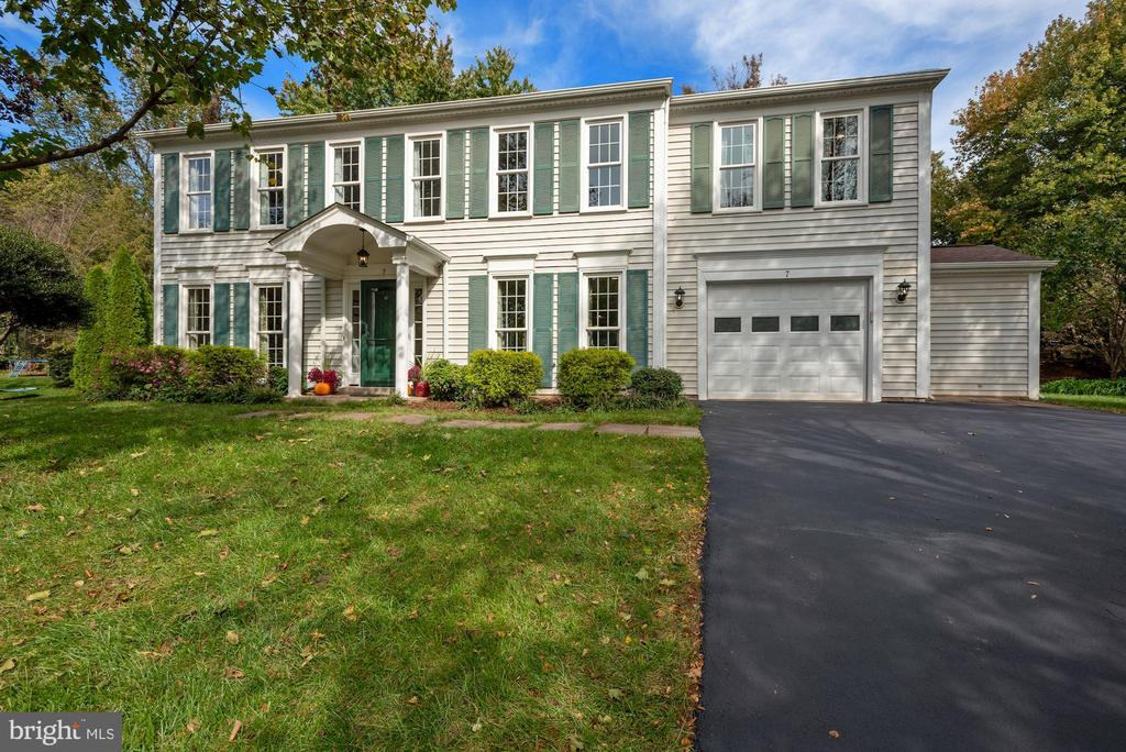 Beautiful Home and Lot! - 7 COLEMAN LN, STERLING