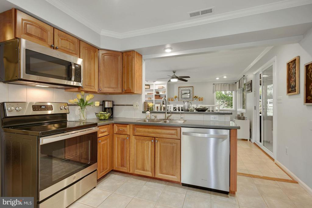 Brand new stainless steel appliances - 7 COLEMAN LN, STERLING