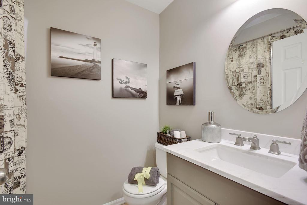 Updated Powder Room on main level - 7 COLEMAN LN, STERLING