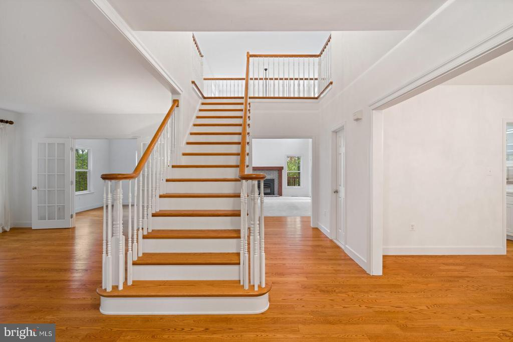 Hardwoods on Main Level, Dramatic Staircase Entry - 11644 SANDAL WOOD LN, MANASSAS