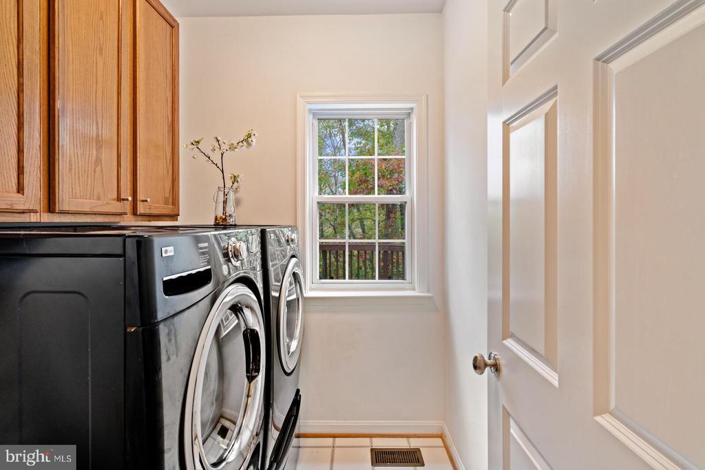 Main Level Laundry Room - 11644 SANDAL WOOD LN, MANASSAS